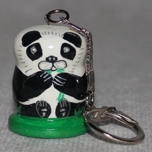 Llavero de la panda oso de madera tallada a mano